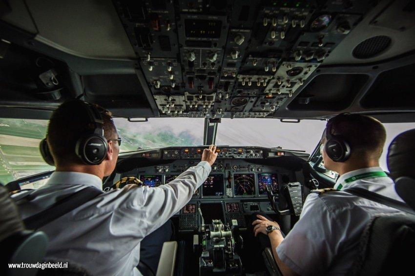 Meevliegen in de cockpit van een Boeing 737-800