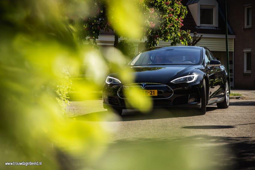 Tesla trouwauto