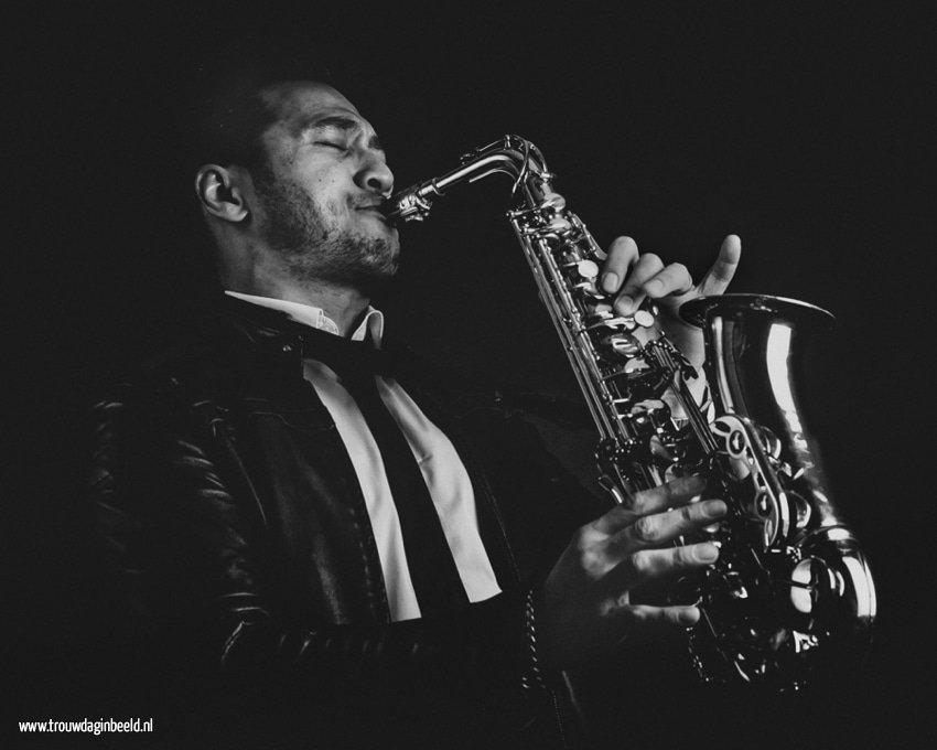 Saxofonist op jullie bruiloft