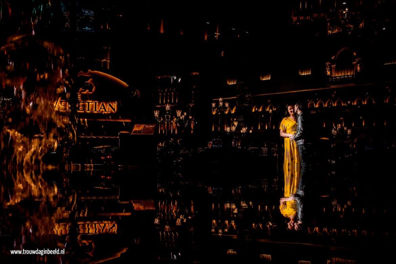 Loveshoot Las Vegas spiegeling in de fontein