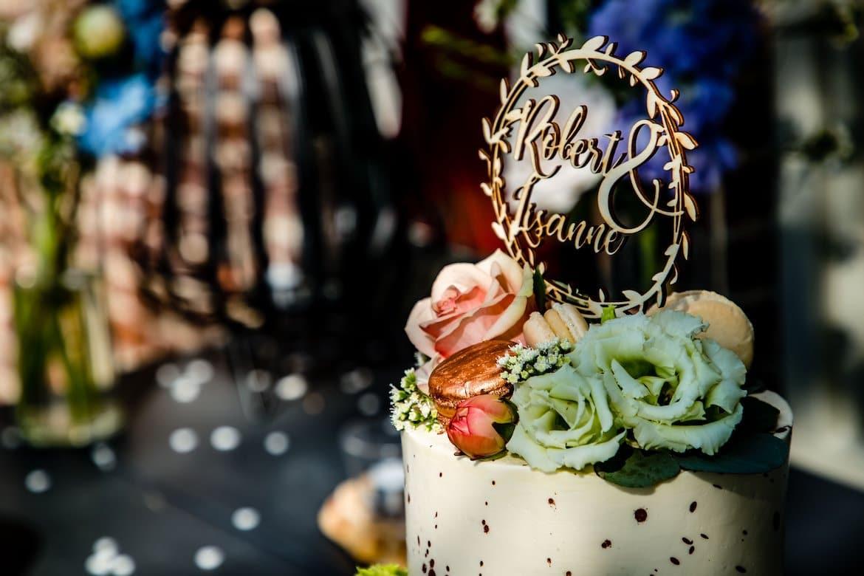 Bruidstaart Trouwschoenen Bruidstaart Bruid bril Trouwjurk Trouwschoenen Mercedes trouwauto Trouwringen Aankleden bruid Bruidsboeket Bruid in spiegel Aankleden bruid Details sluier Details en voorbereidingen Bruidsfotograaf Trouwdag in Beeld trouwfotografie fotograaf bruiloft