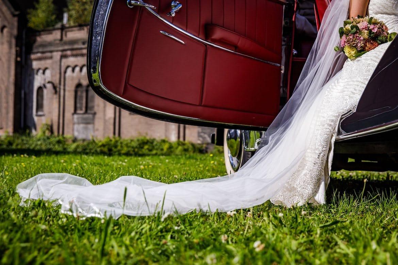 Details sluier Details en voorbereidingen Bruidsfotograaf Trouwdag in Beeld trouwfotografie fotograaf bruiloft