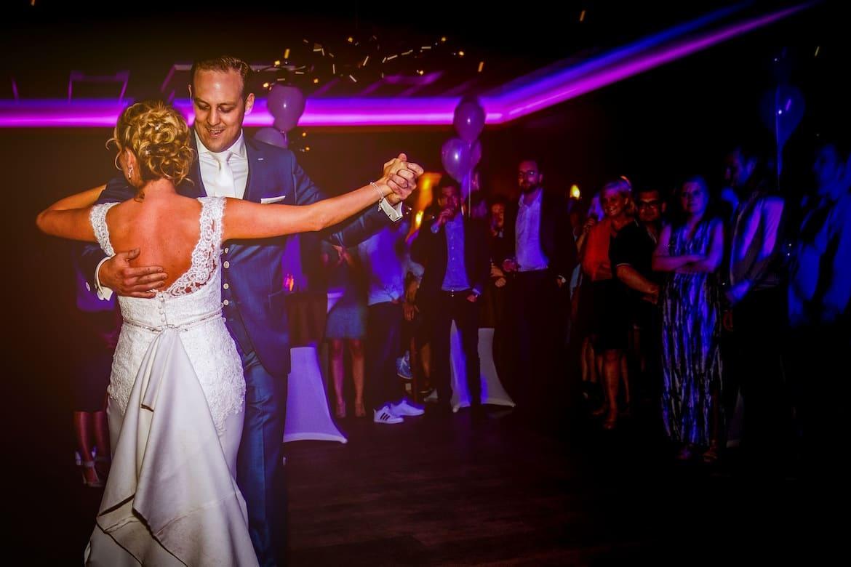 Openingsdans trouwfeest Feestfotografie trouwen Portfolio Bruidsfotograaf Trouwdag in Beeld Trouwen