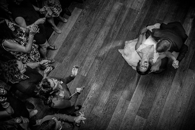 Openingsdans trouwfeest Trouwfeest momenten feestfoto trouwen Portfolio Bruidsfotograaf Trouwdag in Beeld Trouwen